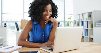 Geld verdienen mit Geschichten: Im Internet von zuhause aus möglich!