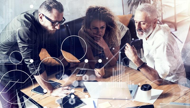 Die erwähnten Unternehmen nutzen ihre Künstlichen Intelligenzen zwar zunächst dazu, dem Kunden das Leben zu erleichtern und die Assistenz zur Seite zu stellen, doch das geschieht nicht ohne Gegenleistung. Die Daten, mit denen der Kunde die Dienste füttert, werden ausgewertet und analysiert, um nicht nur die Assistenzprogramme zu verbessern, sondern auch das Online-Marketing gezielter zu gestalten.