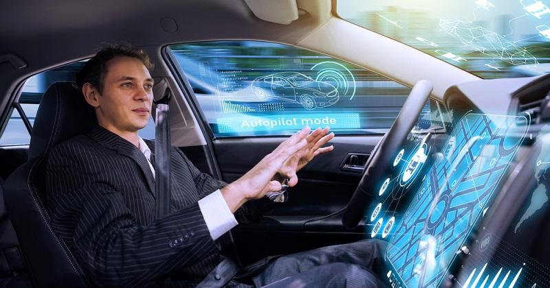 Bei Anwendungen wie dem Steuern eines autonom fahrenden Autos sind die Parameter ungleich komplexer und schwieriger zu handhaben, weil neben den feststehenden Regeln auch die Variablen wie sich ändernde Umweltbedingungen, wechselnde Positionen und insbesondere das nicht vorhersagbare Verhalten anderer Verkehrsteilnehmer einbezogen werden müssen. (#01)